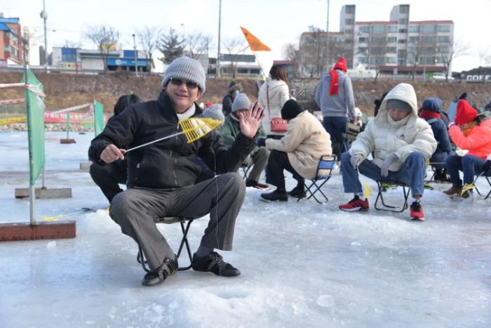 Mùa đông xứ Hàn Quốc và trải nghiệm câu cá trên băng