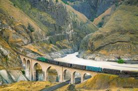 Tuyến đường sắt gần 100 năm tuổi xuyên Iran được UNESCO vinh danh là Di sản thế giới