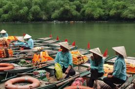 Lái đò tại các khu du lịch ở Ninh Bình trông chờ vào gói hỗ trợ 26.000 tỉ
