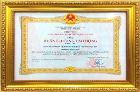 TSTtourist vinh dự được trao tặng Huân chương lao động hạng III