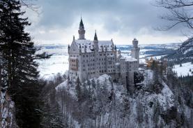 Những lâu đài khiến du khách như lạc về quá khứ