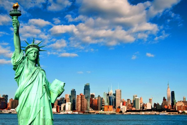 Majestic-Statue-of-Liberty-in-USA-4